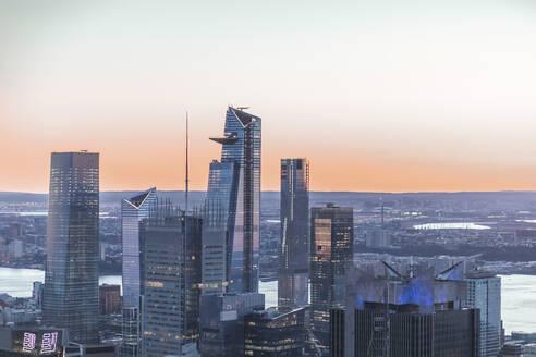 Skyline at sunset, Manhattan, New York City, USA - MMAF01017