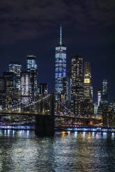 Skyline at night with East River and Brooklyn Bridge, Manhattan, New York City, USA - MMAF01050