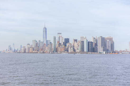 Skyline at the waterfront with One World Trade Center seen from Upper New York Bay, Manhattan, New York City, USA - MMAF01056