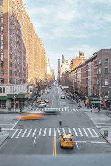 Junction with high-rise buildings and taxis, Chelsea, New York City, USA - MMAF01059