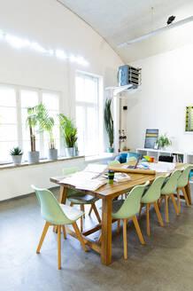 Modern office interior - FKF03338