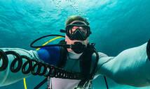 Diver taking selfie, Ko Racha Yai, Rawai, Phuket, Thailand - ISF21696