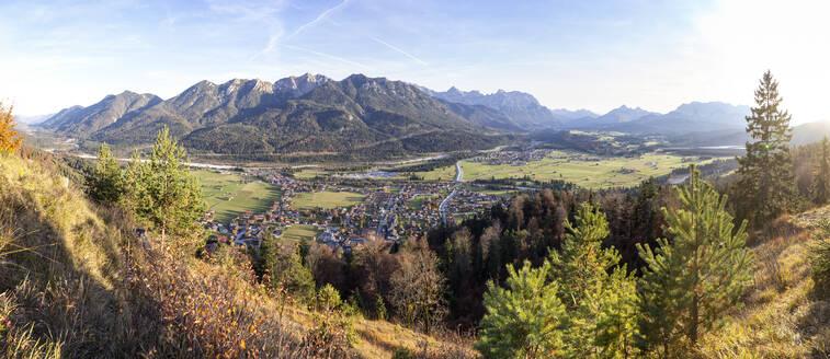 Kreplschrofen, Panorama, Blick auf Wallgau, Barmsee, Krün, Isar, bayerische Voralpen, Wallgau, Deutschland - MAMF00770