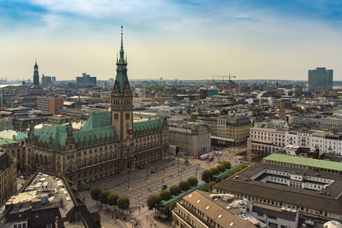 Cityscape with city hall and old town, Hamburg, Germany - TAMF01614