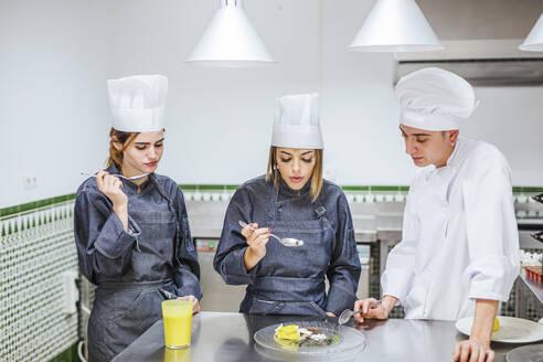 Junior chefs tasting a dessert - LJF00187