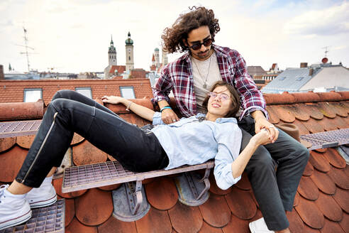 Young couple relaxing on rooftop - SUF00567