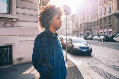 Young man exploring city, Milano, Lombardia, Italy - CUF51825