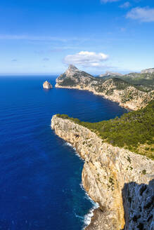 Blick vom Cap De Formentor auf die Küstenlandschaft, Mallorca - PUF01655