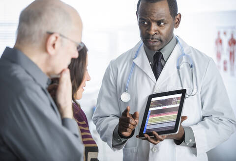 Doctor showing tablet computer to patients - BLEF07997