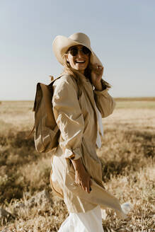 Female traveller with straw hat and sunglasses - ERRF01561