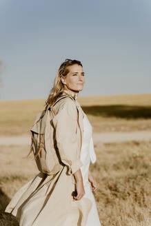 Female traveller looking sideways - ERRF01567