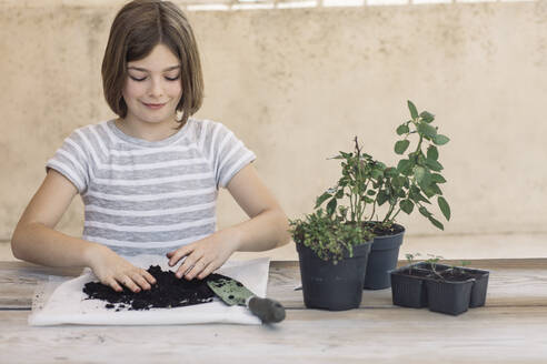 Girl repotting plant - ALBF00933