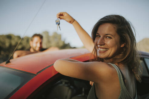 Couple exchanging car keys on a road trip - DMGF00060