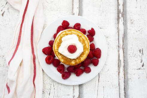 Low-carbohydrate pancakes with yogurt and raspberries - LVF08129