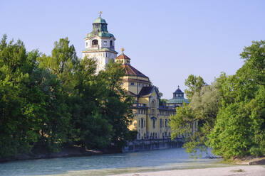 Germany, Upper Bavaria, Munich, Isar river and Mullersches Volksbad building - SIEF08742