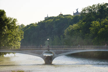 Germany, Upper Bavaria, Munich, Kabelsteg bridge crossing Isar river with Maximilianeum in background - SIEF08748