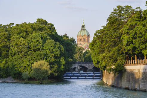 Germany, Upper Bavaria, Munich, St. Luke's Church with Isar river and Maximiliansbrucke in foreground - SIEF08751