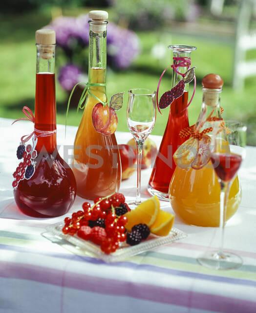 Homemade liqueurs: peach liqueur, blackberry liqueur, currant liqueur, raspberry liqueur and orange liqueur - PPXF00204 - Pro Pix/Westend61