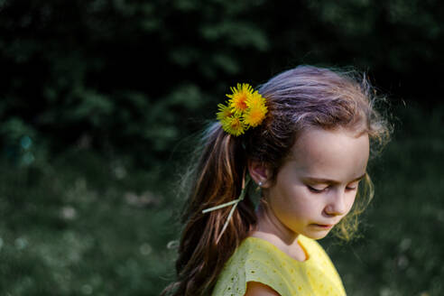 Little girl wearing dandelions in her hair - OGF00026
