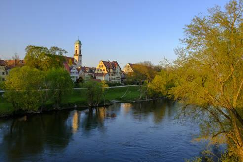 Klosterkirche St. Mang, Stadtamtor, mit Steinerner Brücke und Donau, Sonnenuntergang, Regensburg, Oberpfalz, Bayern, Deutschland, - LBF02621