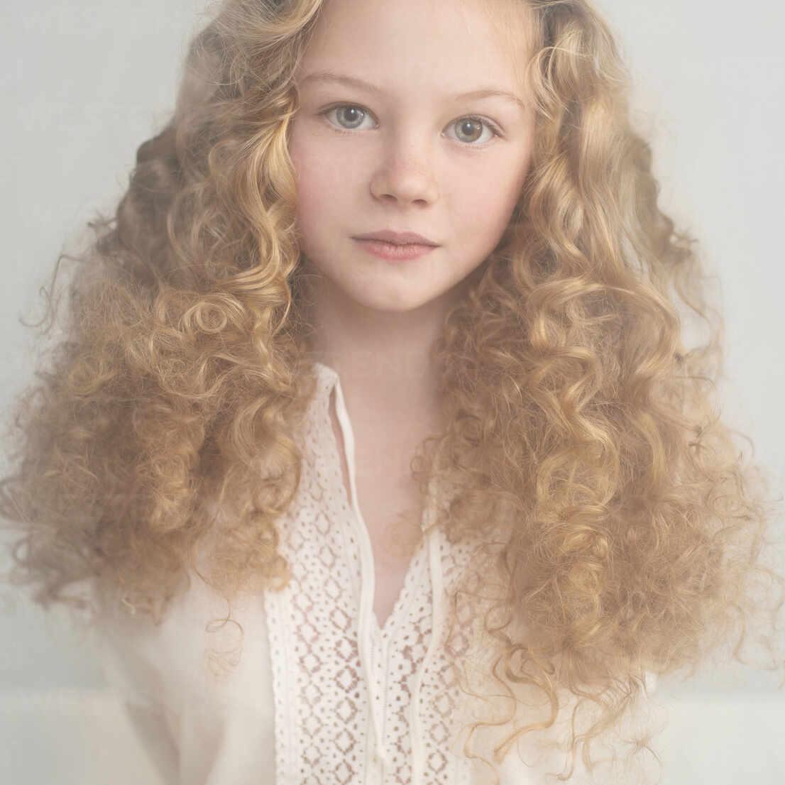 Caucasian Teenage Girl With Curly Hair Blef09862 Vladimir Serov Westend61