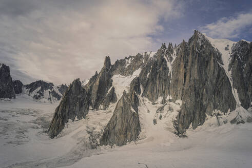 Snowy Mont Blanc in Alps, France - BLEF09901
