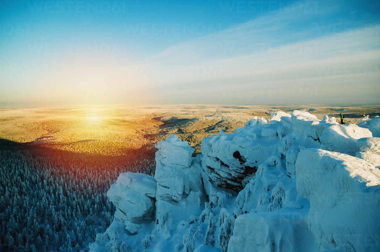Snowy hilltop overlooking remote landscape - BLEF09937 - Aleksander Rubtsov/Westend61