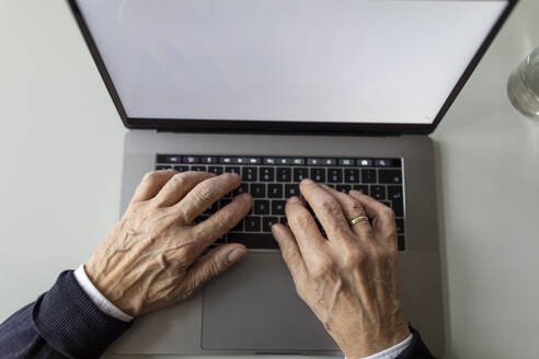 Close-up of senior man using laptop - GUSF02049