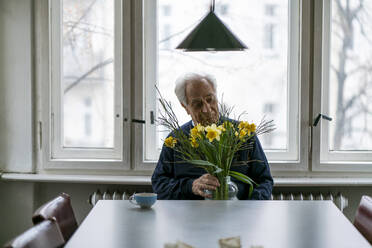Senior man with bunch of flowers at home - GUSF02241