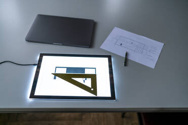Architectural plan on tablet screen on desk - GUSF02250