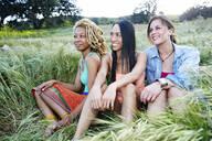 Women sitting in field - BLEF11685