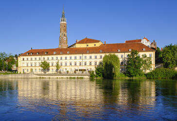 Germany, Landshut, City theater, Trausnitz Castle and Chrurch of St Martin at Isar River - SIEF08803