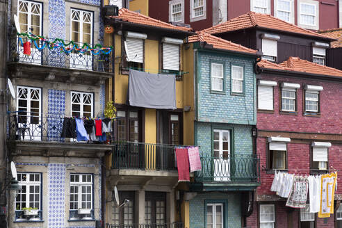Row of houses, Porto, Portugal - FCF01783