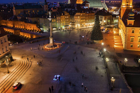 Poland, Warsaw, capital city at night, aerial view of Castle Square in the Old Town - ABOF00427
