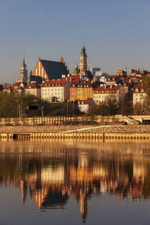 City skyline at sunrise, view across the Vistula River to the Old Town, Warsaw, Poland - ABOF00433