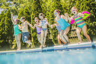 Children jumping into swimming pool - BLEF12205
