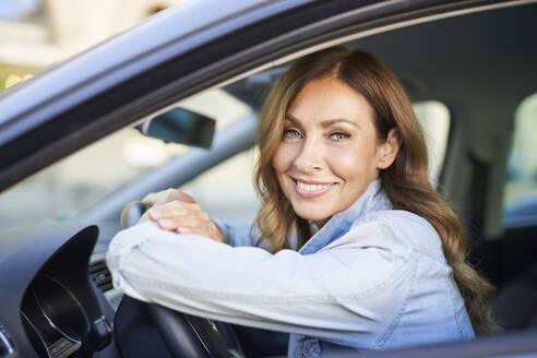 Woman in a car - PNEF01756