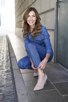 Mature woman wearing denim jumpsuit - PNEF01762