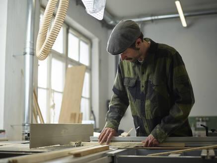 Carpenter sawing wood with circular saw - CVF01363