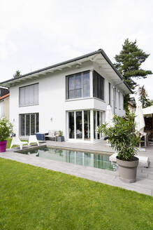 Modern house with swimming pool - DIGF07752