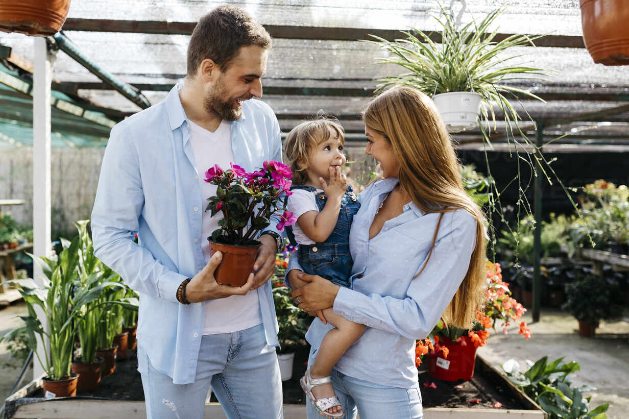 Happy mother, father and daughter buying flowers in a garden center - JRFF03478 - Josep Rovirosa/Westend61