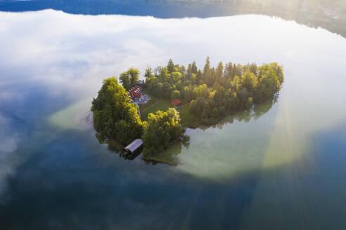 Insel W�rth bei Sonnenaufgang, Schliersee, Drohnenaufnahme, Oberbayern, Bayern, Deutschland - SIEF08830