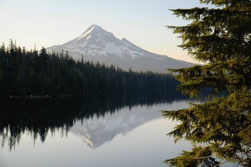 Mount Hood reflecting in Lost Lake, Hood River, Oregon, United States - BLEF12936