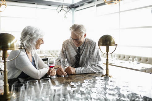 Happy senior couple in wine bar - HEROF37593