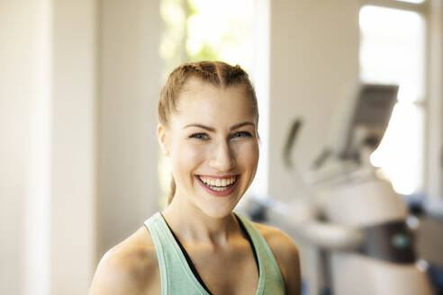 Portrait of happy young woman in a gym - SEBF00138