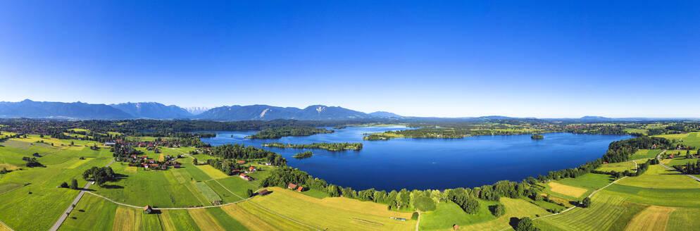Blick von Rieden auf Staffelsee, links Murnau, Bayerisches Alpenvorland, Oberbayern, Bayern, Deutschland, - LHF00665