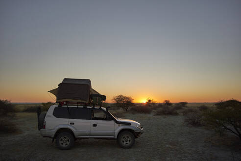 Overlanding against clear sky during sunset. Makgadikgadi Pans, Botswana. - VEGF00444