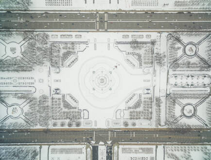 Aerial view above Buckingham fountain at grand park during winter, Chicago, USA - AAEF01273