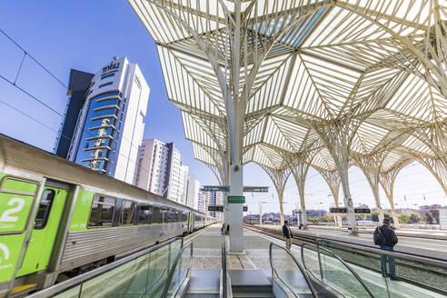 Portugal, Lissabon, Stadtteil Parque das Nacoes, ehemaliges Expo-Gelände, Bahnhof Gare Oriente, Zug, Architekt Santiago Calatravas - WD05363