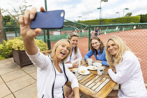 Group of women taking a selfie at tennis club after a match - WPEF01789